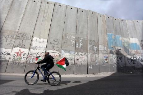 130402-wall-bike-jerusalem