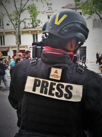 ROMAIN, 28 ANS, journaliste indépendant blessé pendant la manifestation du 26 Mai est toujours dans le coma.