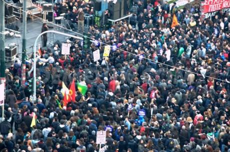 Solidarité mondiale avec les antifascistes grecs !