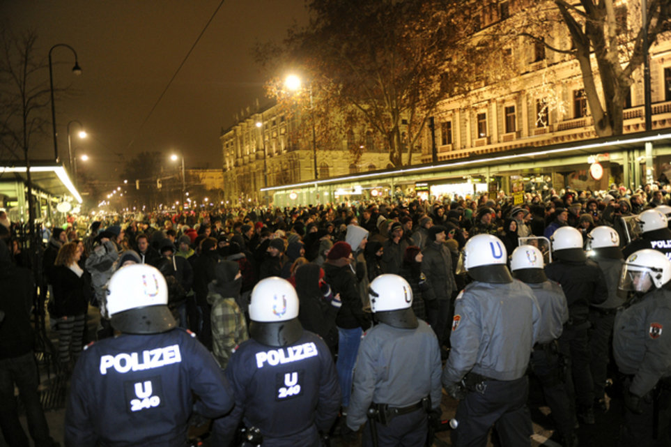 WIEN: DEMONSTRATION GEGEN DEN AKADEMIKERBALL DER FPÖ