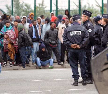 """De la rafle du Vel d'Hiv à l'expulsion des réfugiés de Calais, de Pétain à Hollande-Valls continuité de """"l'Etat français"""""""