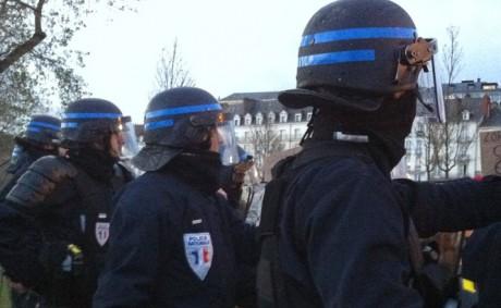 Un militant LGBT raconte pourquoi il porte plainte contre des policiers pour violences et insultes homophobes
