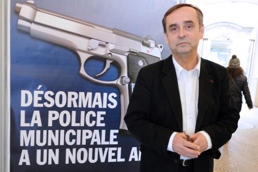 """Béziers : le """"nouvel ami"""" de la police municipale ? Un pistolet."""