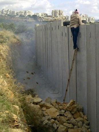 Non, Israël n'a pas le droit à l'auto-défense, en droit international, contre le territoire palestinien occupé
