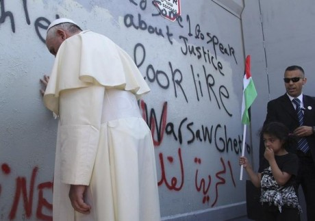 647607-pope-francis-touches-the-wall-that-divides-israel-from-the-west-bank-in-the-west-bank-city-of-bethle
