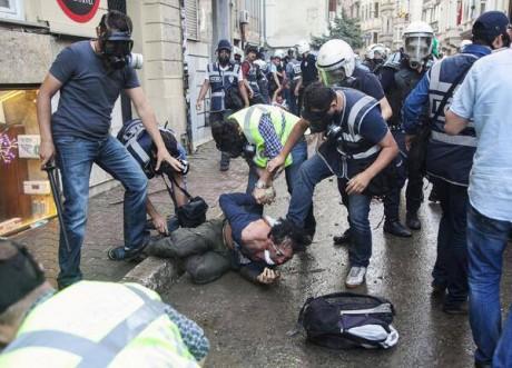 Turquie : qu'est-il advenu des manifestants d'Istanbul arrêtés par la police ?