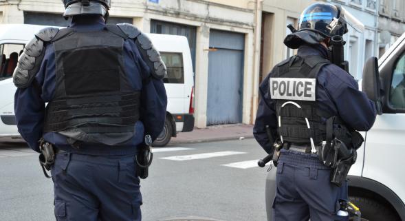 Calais : Un journaliste de télé anglaise dénonce les violences d'un CRS