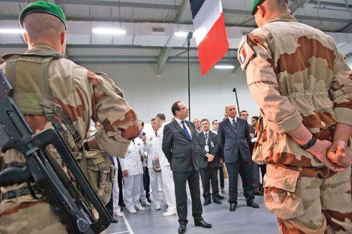 """Unesco: la guerre c'est la paix? François Hollande récompensé """"pour la recherche de la paix"""""""