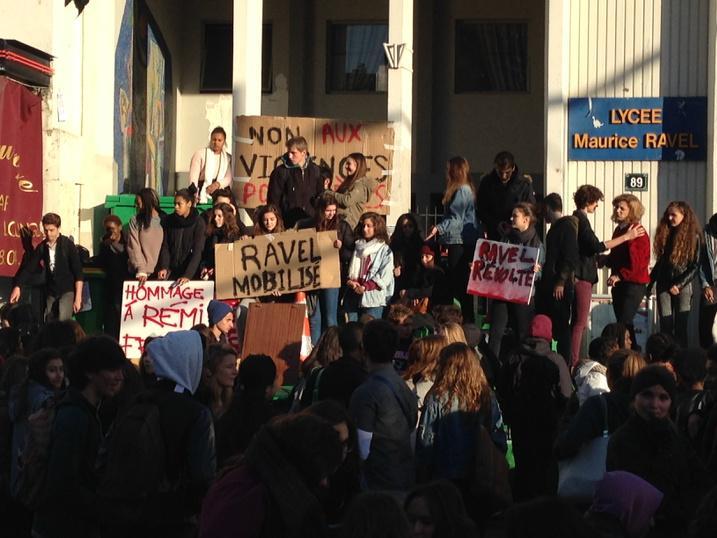 Paris, Saint-Denis : mobilisation de lycéens en hommage à Rémi Fraisse