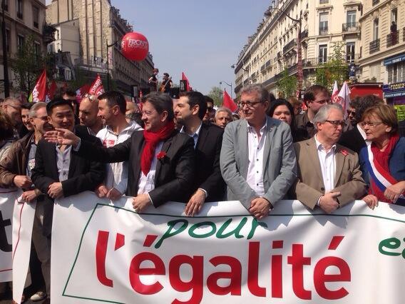 """La Parisienne libérée. """"A gauche!"""" [Mediapart]"""