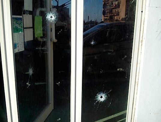 Cinq coups de feu contre un local de Rifondazione Comunista, en Italie