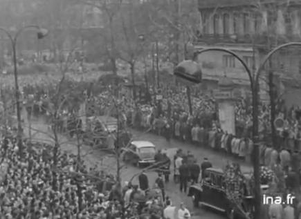 Obsèques des 8 victimes de la répression policière au métro Charonne le 8 février 1962 lors de la manifestation de masse contre l'OAS