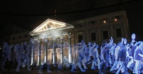 Des milliers d'hologrammes pour protester contre le gouvernement espagnol
