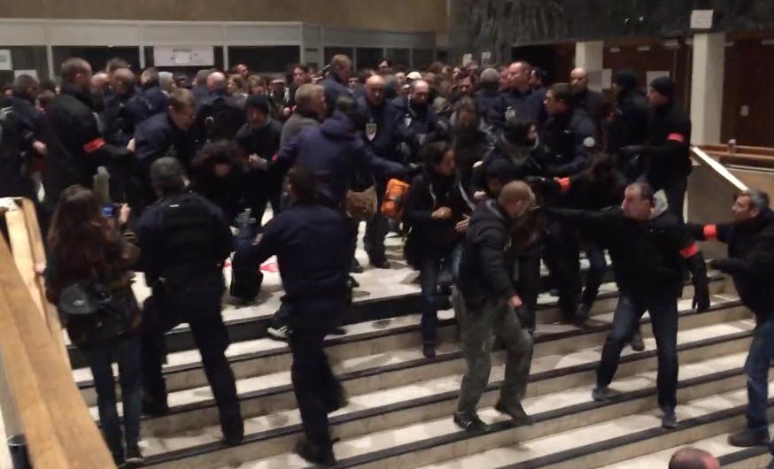 Evacuation musclée par les CRS et la BAC de l'occupation nocturne du Patio de l'Université de Strasbourg