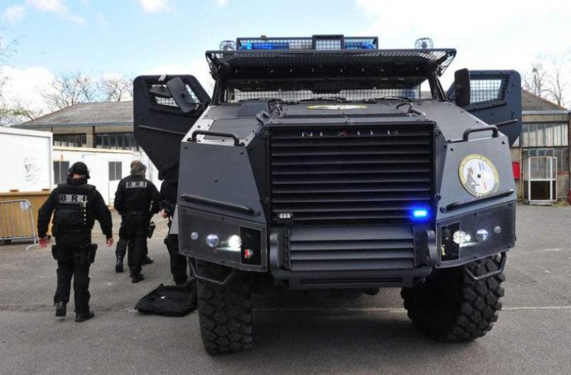 Le Titus. Une véritable machine de guerre lâchée dans les rues de Paris