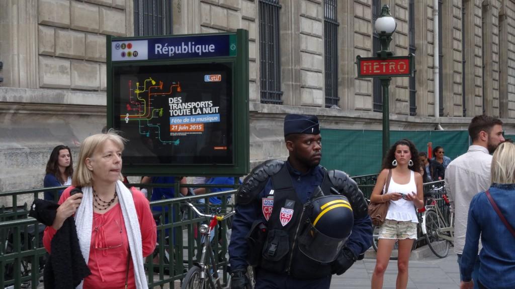 République_policier_feuille2chou_Paris