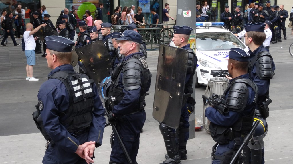 CRS_République_feuille2chou_paris