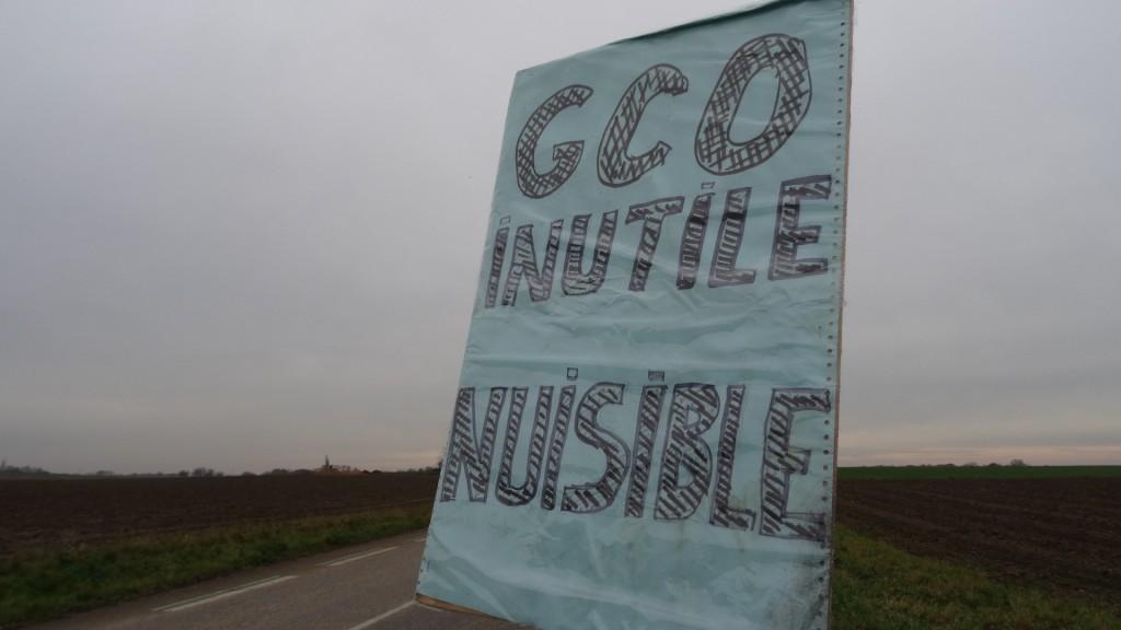 Des opposants au GCO s'invitent sur un nouveau lieu de sondages archéologiques
