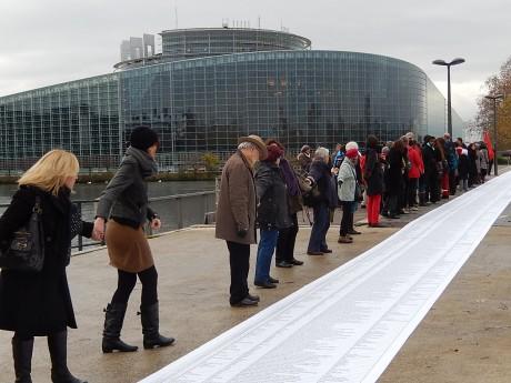 """""""Ouvrez les frontières!"""", au Parlement européen à Strasbourg, et la police est débordée…"""