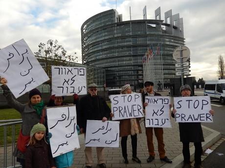 Des Israéliens manifestent devant le Parlement européen contre la loi Prawer et en soutien aux Bédouins d'Israël