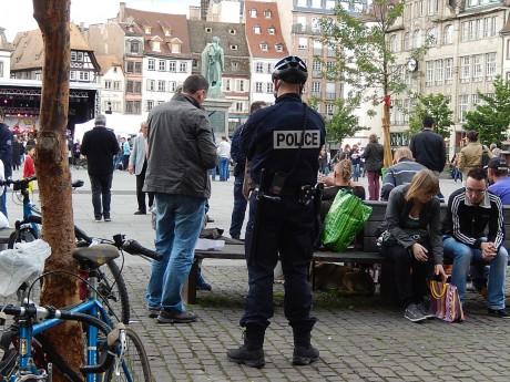 """Police partout, sauf contre les """"quenelles"""" antisémites, musique et SDF à Strasbourg"""