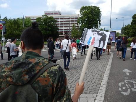 """A Bruxelles aussi, devant la Commission européenne, """"La jeunesse emmerde le Front national"""""""