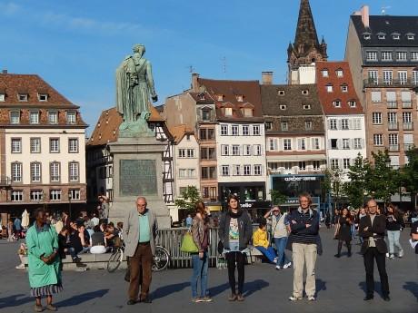 Strasbourg: Cercle de silence comme le 30 chaque mois et contrôles policiers comme tous les jours