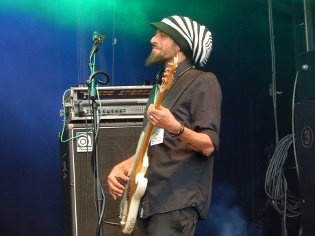 bassiste de Léopoldine Hummel feuille de chou 2014