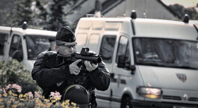 UN GUIDE DES ARMES ANTI-ÉMEUTES DE LA POLICE FRANÇAISE