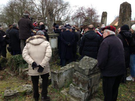 Après la profanation du cimetière israélite de Herrlisheim (Bas-Rhin)