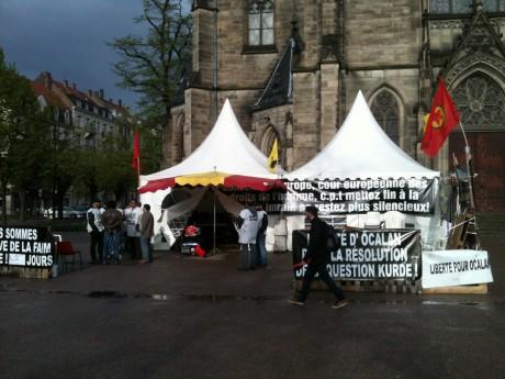 Après 52 jours, des Kurdes cessent leur grève de la faim à Strasbourg
