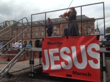 Jésus marche feuille2chou