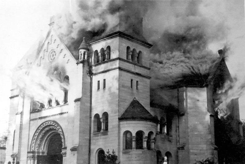 La synagogue de Baden-Baden en flammes, le 10 novembre 1938