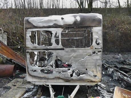 caravane incendiée campement Petit Parking feuille2chouphoto