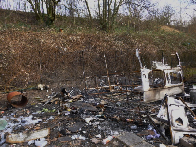 caravanes brûlées feuille2chouphoto