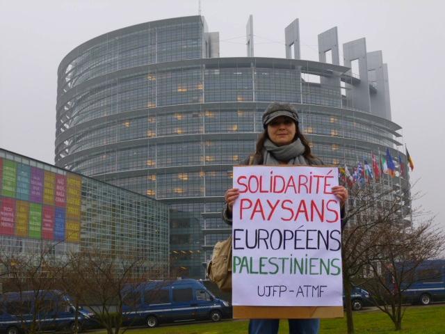 Plusieurs manifestations contre le criminel de guerre Shimon Pérès au Parlement Européen à Strasbourg