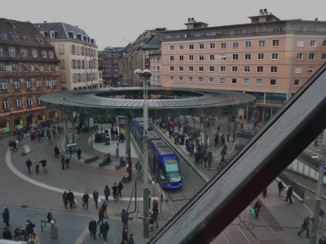 place de l'Homme de Fer vue du printemps Strasbourg feuille2chouphoto