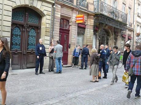 Intervention policière musclée contre des SDF Grand-Rue à Strasbourg: un policier dégaine
