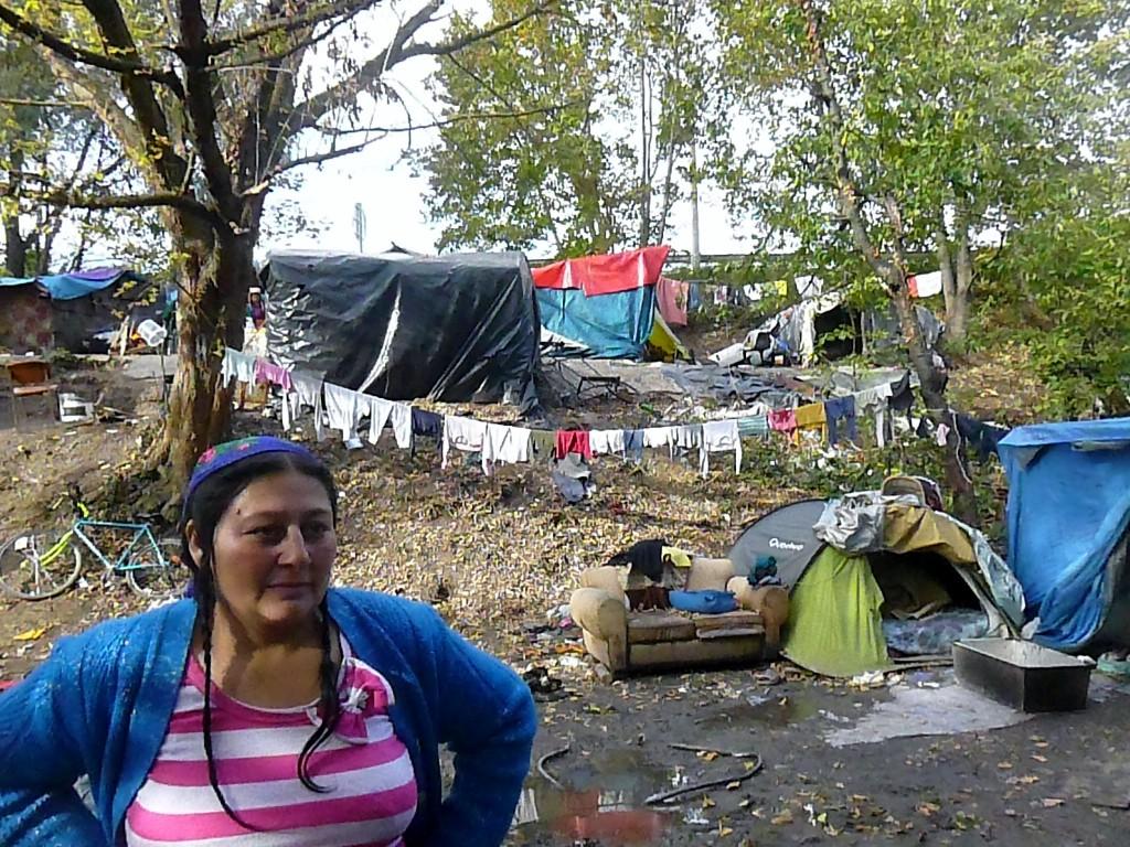 Vide-grenier Changer d'R à Strasbourg, photos de campement Rom et engagement de l'adjointe Marie-Dominique Dreyssé