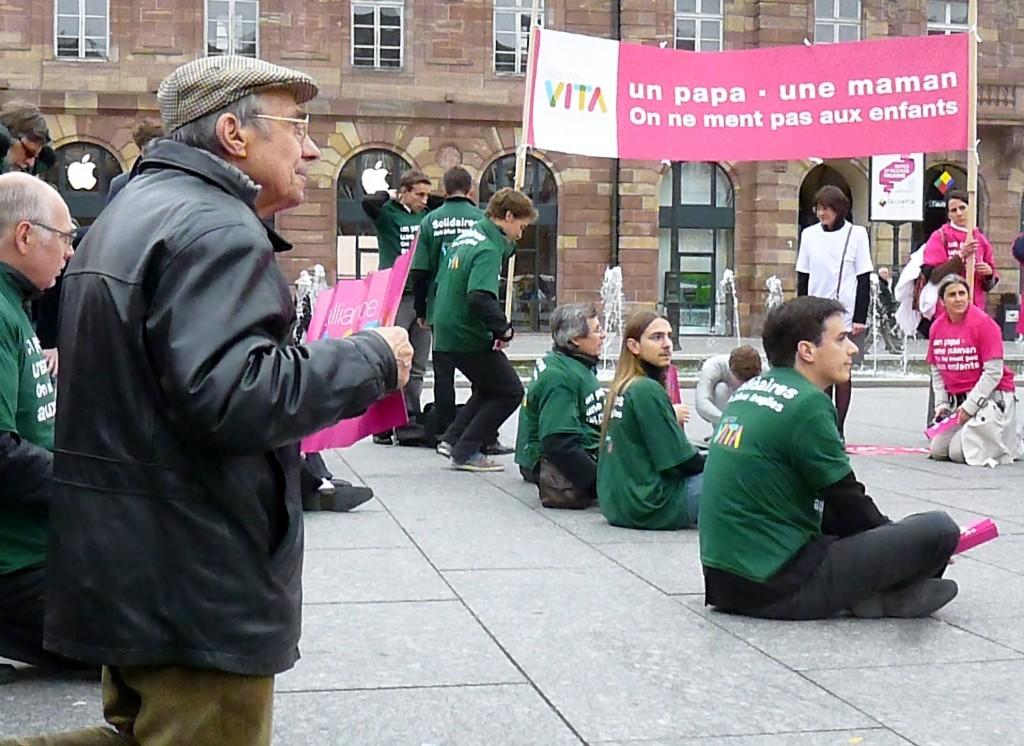 Les homophobes manifestent à Strasbourg contre le mariage homosexuel