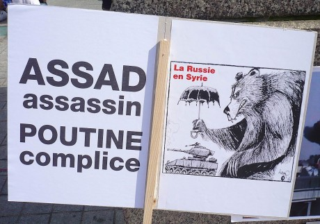 Rassemblement symbolique devant le consulat russe