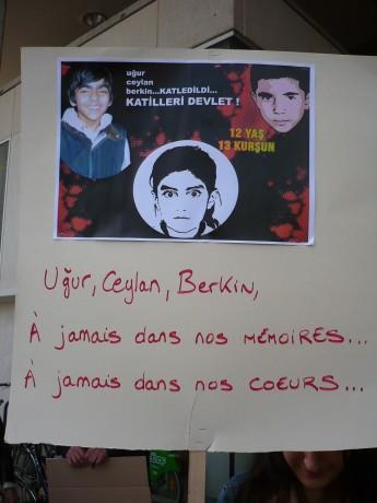 Des étudiants strasbourgeois rendent hommage à Berkin Elvan, jeune turc assassiné par la police de Erdogan