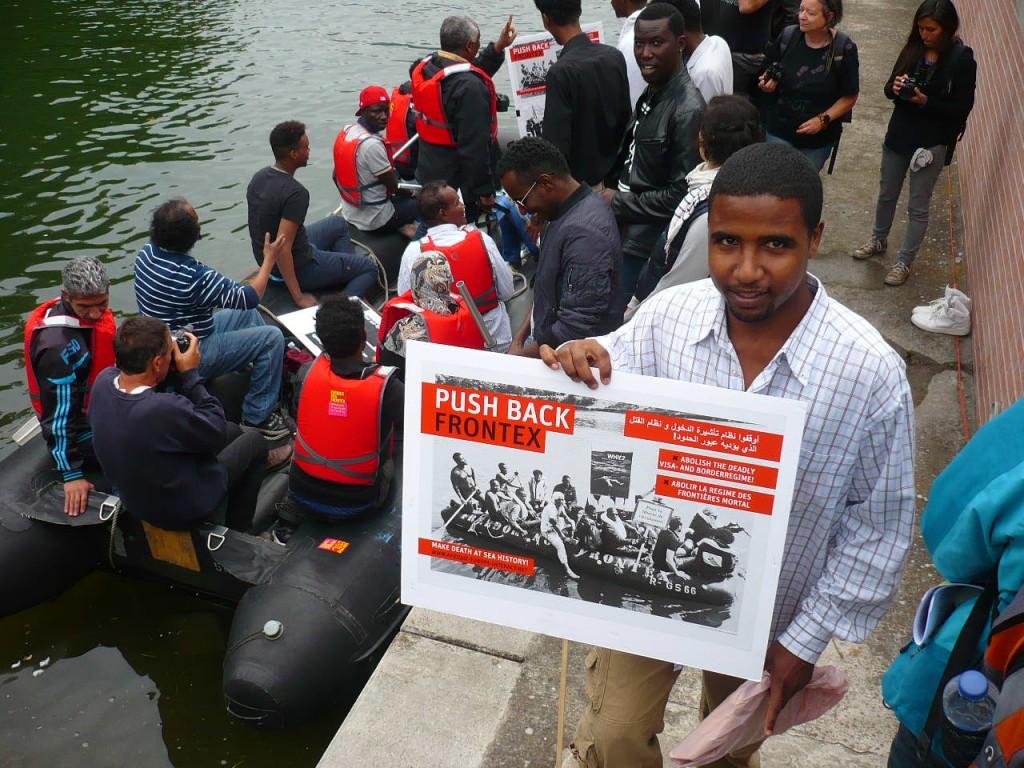 Un bateau de migrants aborde au Parlement européen à Strasbourg