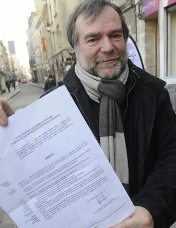 Professeur de philosophie mis à pied à Poitiers ; Débat contre minute de silence