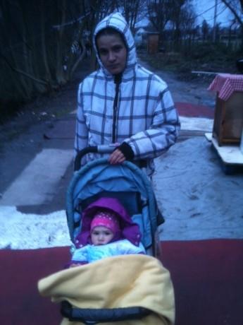 Rom et enfant sous tente f2c