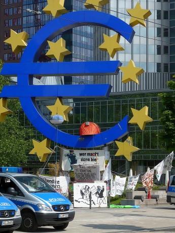 Francfort: guérilla contre la BCE