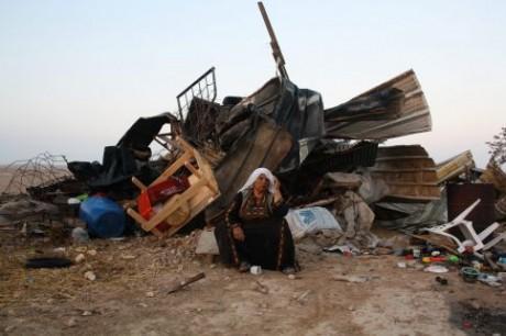 Les Bédouins palestiniens dorment parmi les tombes
