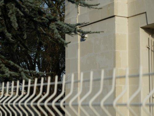 Joué-lès-Tours : on a retrouvé les caméras du commissariat (et celles placées autour)