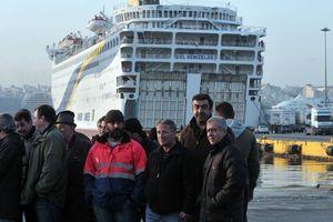 Grèce : le gouvernement décrète la loi martiale contre les travailleurs des ferries