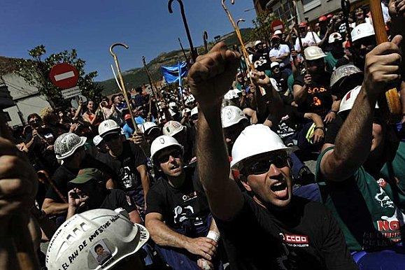 Contre la répression des mineurs d'Asturies, manifestation au Consulat d'Espagne à Strasbourg